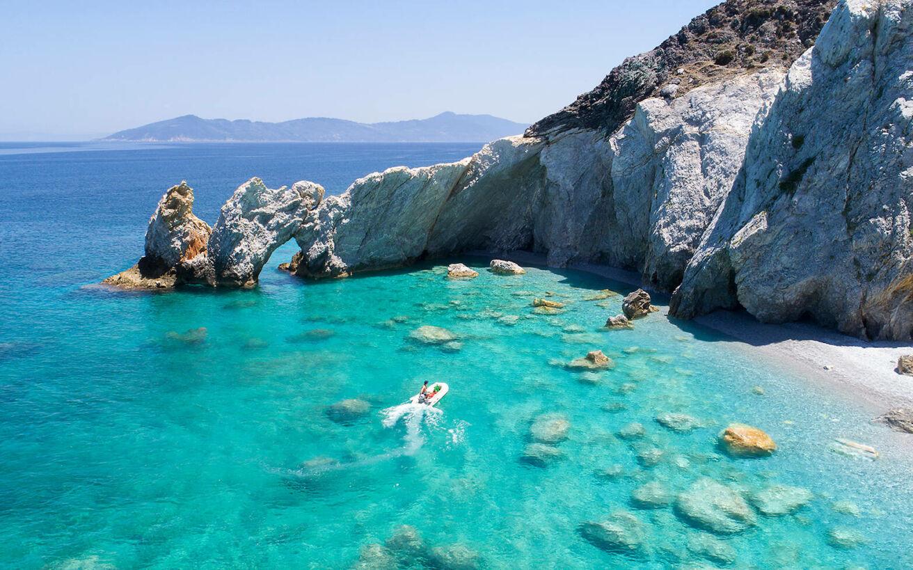 Αιγαίο vs Ιόνιο: 5 φανταστικές παραλίες από κάθε πέλαγος να μην ξέρεις τι να διαλέξεις