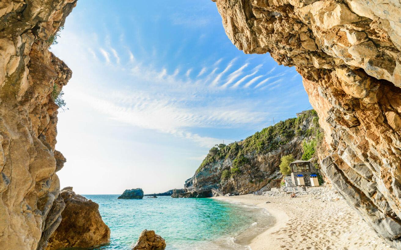Βουνό ή θάλασσα; Τέσσερις προορισμοί στην Ελλάδα  που παντρεύουν αρμονικά και τα δύο