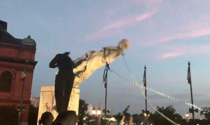 Διαδηλωτές αποκαθήλωσαν άγαλμα του Χριστόφορου Κολόμβου στη Βαλτιμόρη