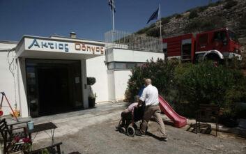 Φωτογραφίες από την εκκένωση του γηροκομείου στη Βάρη