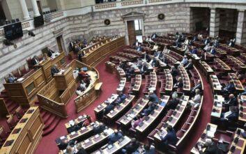 Υψηλοί τόνοι στη Βουλή για τη Χρυσή Αυγή και τη μη στέρηση πολιτικών δικαιωμάτων