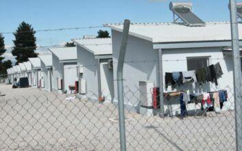 Έπεσαν οι υπογραφές για την κατασκευή κλειστών δομών σε Σάμο, Κω και Λέρο
