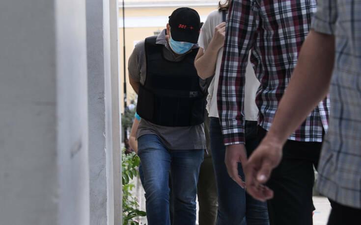 Η Κεντρική Κλινική Αθηνών διαψεύδει τον ψευτογιατρό για εγχείρηση στην κλινική