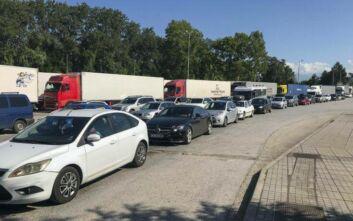 Ουρά 10 χιλιομέτρων σχηματίζουν τα αυτοκίνητα στον Προμαχώνα