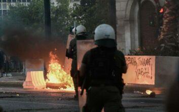 «Ψέμα τα περί αστυνομικού του ΣΥΡΙΖΑ που απέτρεψε σύλληψη κουκουλοφόρου» λέει η Κουμουνδούρου