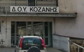 Επίθεση με τσεκούρι στην ΔΟΥ Κοζάνης: Σε ιδιαίτερα κρίσιμη κατάσταση παραμένει ο 56χρονος τραυματίας
