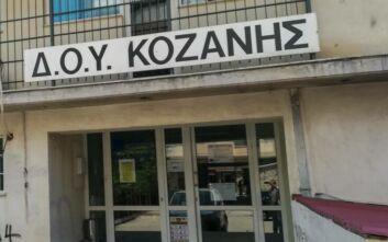 Επίθεση με τσεκούρι στη ΔΟΥ Κοζάνης: Σε εξαιρετικά κρίσιμη κατάσταση ο 56χρονος εφοριακός- Το νέο ιατρικό ανακοινωθέν