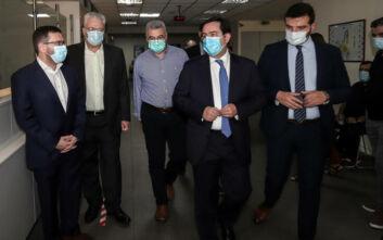Επίσκεψη Μηταράκη στη Διεύθυνση Αλλοδαπών: Σύντομα ακόμα περισσότερες διαδικασίες μέσω διαδικτύου