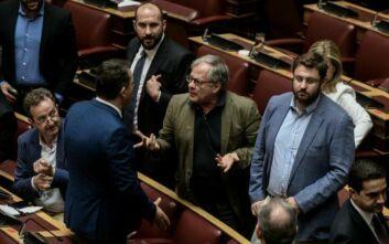 Απολογήθηκε για την απρεπή του χειρονομία ο βουλευτής του ΣΥΡΙΖΑ, Κώστας Μάρκου
