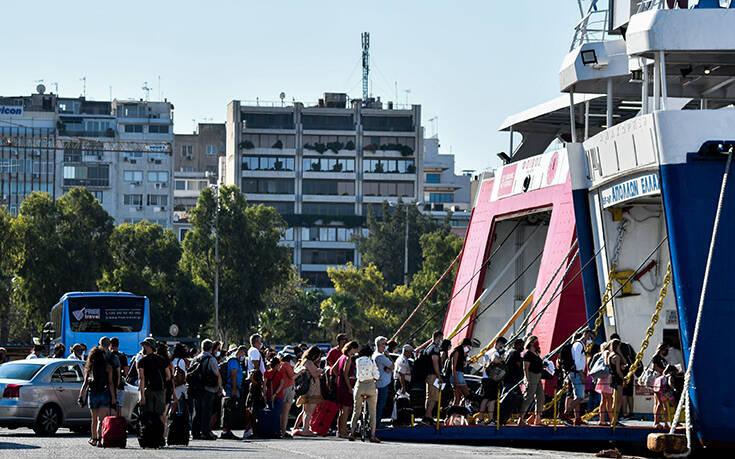 Αυξημένη από το πρωί η κίνηση στο λιμάνι του Πειραιά -  23 δρομολόγια σήμερα