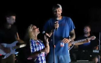 Γιώργος Πρίντεζης και Μαρία Μπεκατώρου... τα «έσπασαν» τραγουδώντας το «Εμείς»
