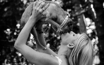 Η Ευρυδίκη Παπαδοπούλου φόρεσε νυφικό και… παντρεύτηκε τον σκύλο της