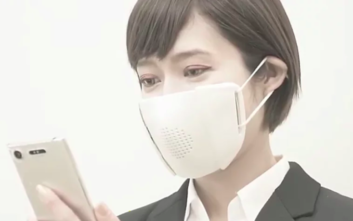 Έξυπνη μάσκα κατά του κορονοϊού μεταφράζει σε οκτώ γλώσσες