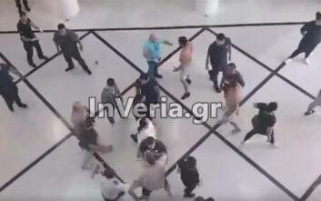 Πιάστηκαν στα χέρια μέσα στο δικαστικό μέγαρο Βέροιας - Βίντεο με τη συμπλοκή