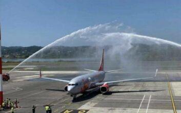 Έφτασε η πρώτη πτήση από τη Μεγάλη Βρετανία στην Κέρκυρα – 90 περίπου οι επιβάτες της
