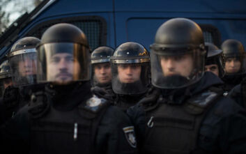 Ουκρανία: Άνδρας οπλισμένος με χειροβομβίδα έχει συλλάβει όμηρο αστυνομικό