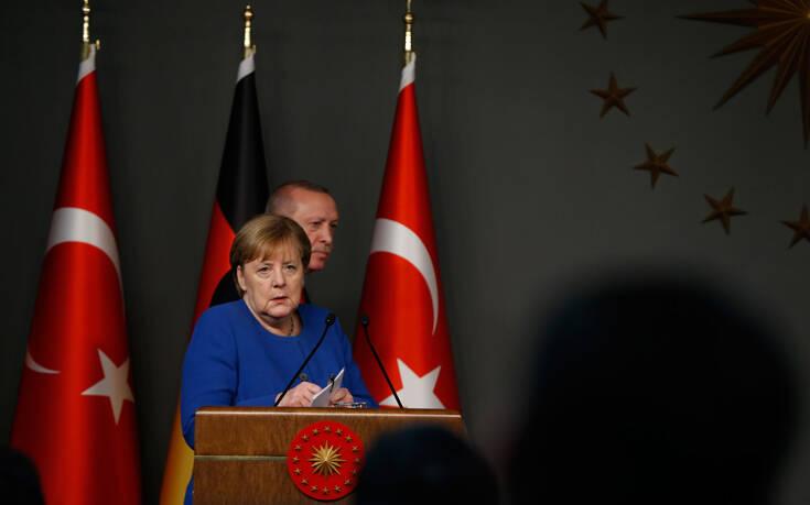 Να μιλήσει με τον Ερντογάν ζήτησε η Μέρκελ - «Δραματική η κατάσταση μεταξύ Ελλάδας και Τουρκίας»