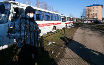 Συναγερμός στην Ουκρανία: Άνδρας με εκρηκτικά κρατά 20 ομήρους σε λεωφορείο