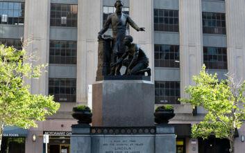 Η Βοστόνη απομακρύνει άγαλμα του Λίνκολν με γονατισμένο μαύρο σκλάβο