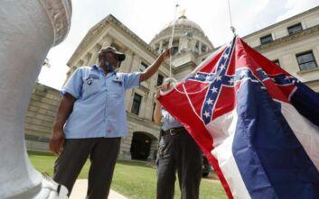 Παρελθόν από τη σημαία της πολιτείας του Μισισιπή τo έμβλημα της Συνομοσπονδίας των Νότιων