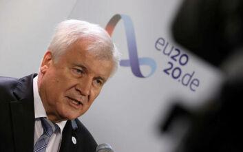 Ζεεχόφερ: «Η υποδοχή προσφύγων δεν μπορεί να αφεθεί μόνο στην Ιταλία, την Μάλτα, την Ελλάδα και την Ισπανία»
