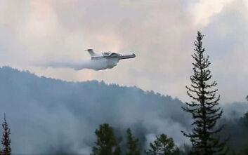Ο τρόπος που βρήκε η Πυροσβεστική στη Ρωσία για σβήσει τις φωτιές στη Σιβηρία