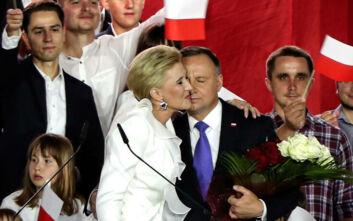 Προεδρικές εκλογές Πολωνία: Ο Αντρέι Ντούντα οδεύει σε οριακή εκλογική νίκη επί του Ραφάλ Τρσασκόφσκι