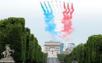 «Μίνι» παρέλαση στο Παρίσι για τη 14η Ιουλίου λόγω κορονοϊού, τιμήθηκαν Ένοπλες Δυνάμεις και Υγειονομικοί