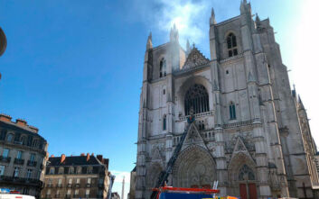 Ελεύθερος ο άνδρας που συνελήφθη μετά τη φωτιά στον καθεδρικό ναό της Νάντης