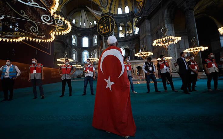 Νέα πρόκληση Τουρκίας στην Ελλάδα: Ας θυμηθούν τι έπαθαν στο Αιγαίο όσοι δεν έδειξαν σεβασμό στη σημαία μας