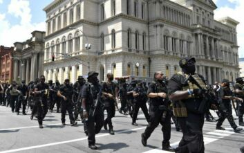 Βαριά οπλισμένοι αφροαμερικανοί έκαναν διαδήλωση στο  Κεντάκι κατά της αστυνομικής βίας