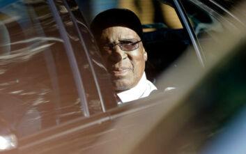 Πέθανε ο Άντριου Μλανγκένι, σύμβολο κατά του Απαρτχάιντ και συγκρατούμενος του Νέλσον Μαντέλα