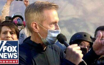 O δήμαρχος του Πόρτλαντ πήγε να μιλήσει σε διαδηλωτές και δέχτηκε βροχή δακρυγόνων