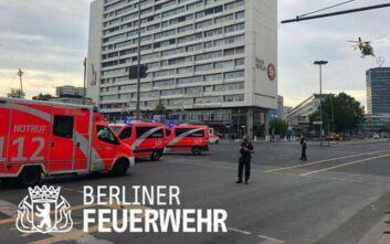 Αυτοκίνητο έπεσε πάνω σε πεζούς στο Βερολίνο – Αρκετοί τραυματίες, ένας χαροπαλεύει