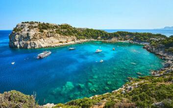Η ελληνική παραλία που φέρει το όνομα του σπουδαίου Άντονι Κουίν