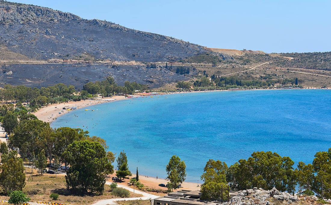 Η παραλία πίσω από το βράχο του Παλαμηδίου