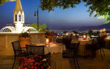 Ελαίας Γη: Ωδή στην ελληνική κουζίνα μέσα σε μια δροσερή, καταπράσινη όαση