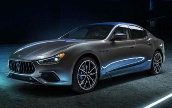 Η νέα Maserati είναι υβριδική και αποδίδει 330 άλογα