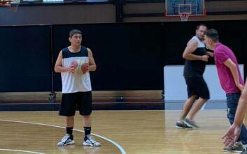 Ο Αυγενάκης πήγε στις εγκαταστάσεις του Προμηθέα Πατρών και έπαιξε μπάσκετ