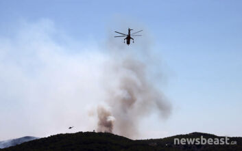 Χωρίς ενεργό μέτωπο αλλά με πολλές διάσπαρτες εστίες η πυρκαγιά στο Λαύριο