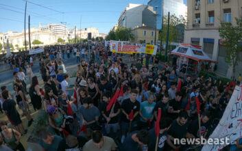 Πλήθος κόσμου στην πορεία ενάντια στο νομοσχέδιο για τις διαδηλώσεις - Κλειστοί σταθμοί του Μετρό