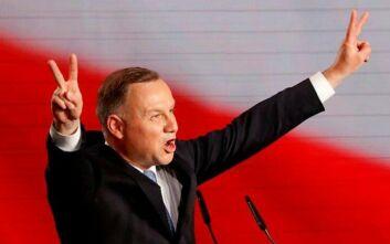 Πολωνία: Ο πρόεδρος θέλει να εγγράψει στο Σύνταγμα την απαγόρευση της υιοθεσίας από ομόφυλα ζευγάρια