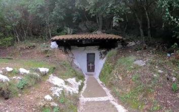Το εκκλησάκι στην Κέρκυρα χωμένο μέσα σε σπηλιά