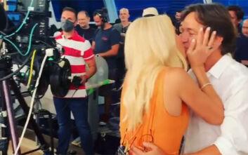 Η Ελένη Μενεγάκη έδειξε σύσσωμη την οικογένειά της για πρώτη φορά - Το τρυφερό φιλί στον Μάκη Παντζόπουλο