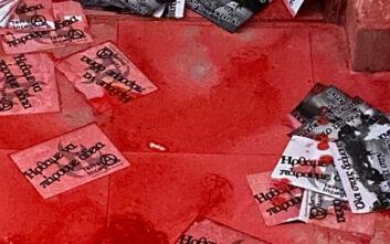 Αντιεξουσιαστές πέταξαν μπογιές και τρικάκια στο γραφείο της Άννας Ευθυμίου στη Θεσσαλονίκη