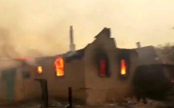 Ουκρανία: Συνεχίζει να καίει η φωτιά που έχει προκαλέσει το θάνατο 5 ανθρώπων και την καταστροφή ενός ολόκληρου χωριού