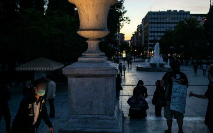 Κόκκινος συναγερμός: Μάσκες σε εσωτερικούς χώρους σε όλη την Ελλάδα - Φόβοι για δεύτερο κύμα κορονοϊού