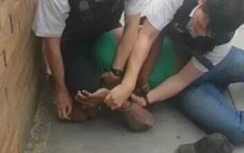 Βρετανός αστυνομικός γονάτισε στο λαιμό μαύρου υπόπτου