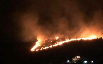 Περιορίζεται σταδιακά η φωτιά στο Πέραμα - Δεν απειλούνται σπίτια μέχρι στιγμής
