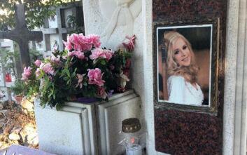 Αλίκη Βουγιουκλάκη: Μνημόσυνο για τα 24 χρόνια από το θάνατο της τέλεσε ο αδερφός της, Αντώνης